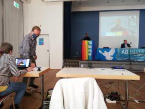 Aktionskonferenz Frankfurt/Main Rednerin Amiira Ahmed-Salih (Be Heard Frankfurt und Moderator Willi van Ooyen